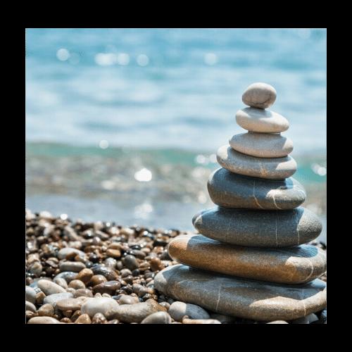 Strand med sten